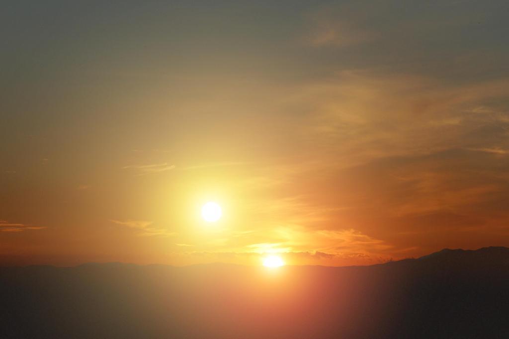 Alien Sunset (Artist Concept) (Image Credit: NASA/JPL-Caltech/Univ. of Ariz.)